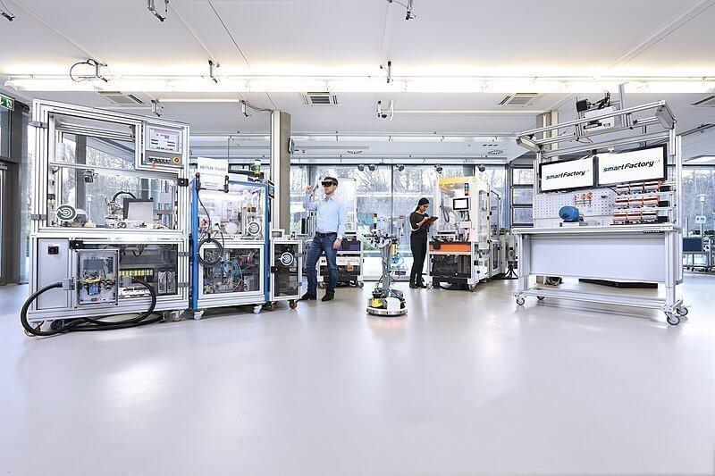 800px-SmartFactory_Industrie_4.0-Anlage_2019
