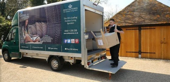 An image presenting a WhiteStores employee delivering garden furniture to the client.